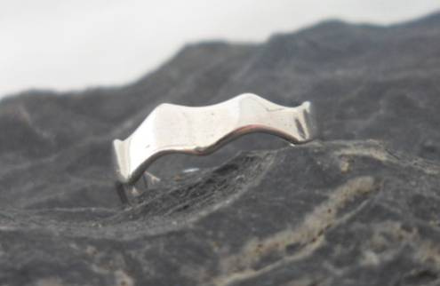 Polished Sterling Silver Toe Ring with Wavy Edge
