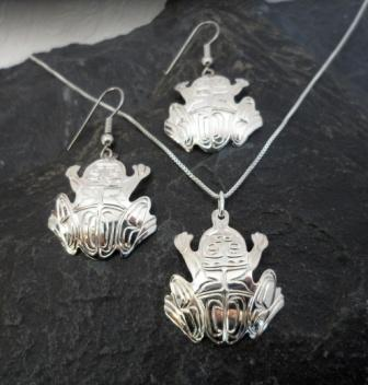 Vincent Henson Sterling Silver Engraved Native Frog Earrings necklace set